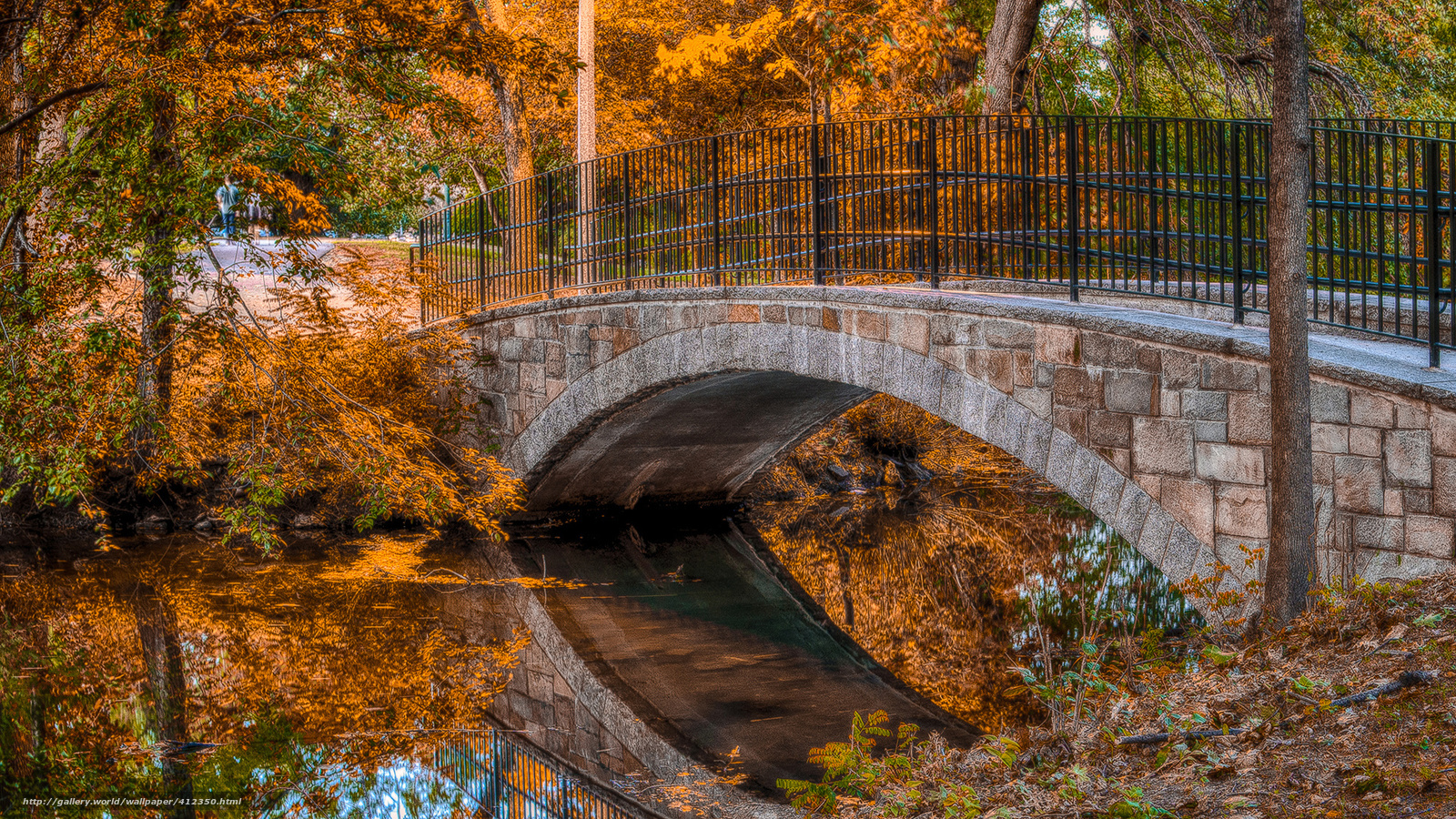 Scaricare gli sfondi parco ponte torrente autunno for Foto per desktop gratis autunno