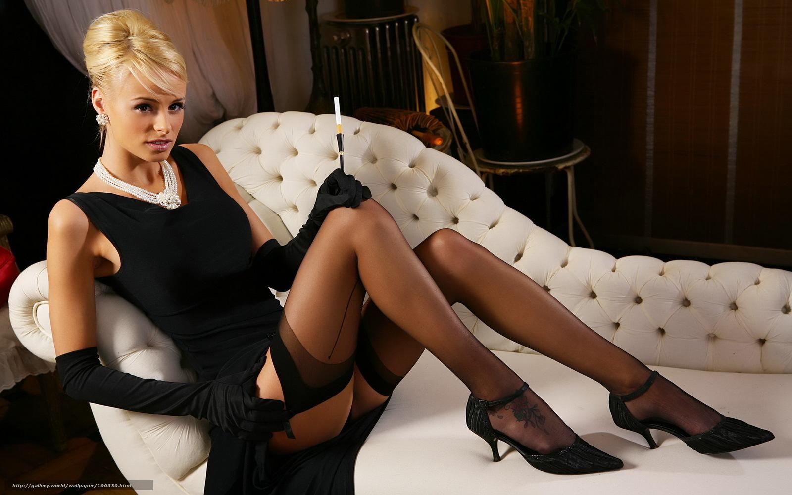 Фото госпожа в латексе с сигаретой 15 фотография