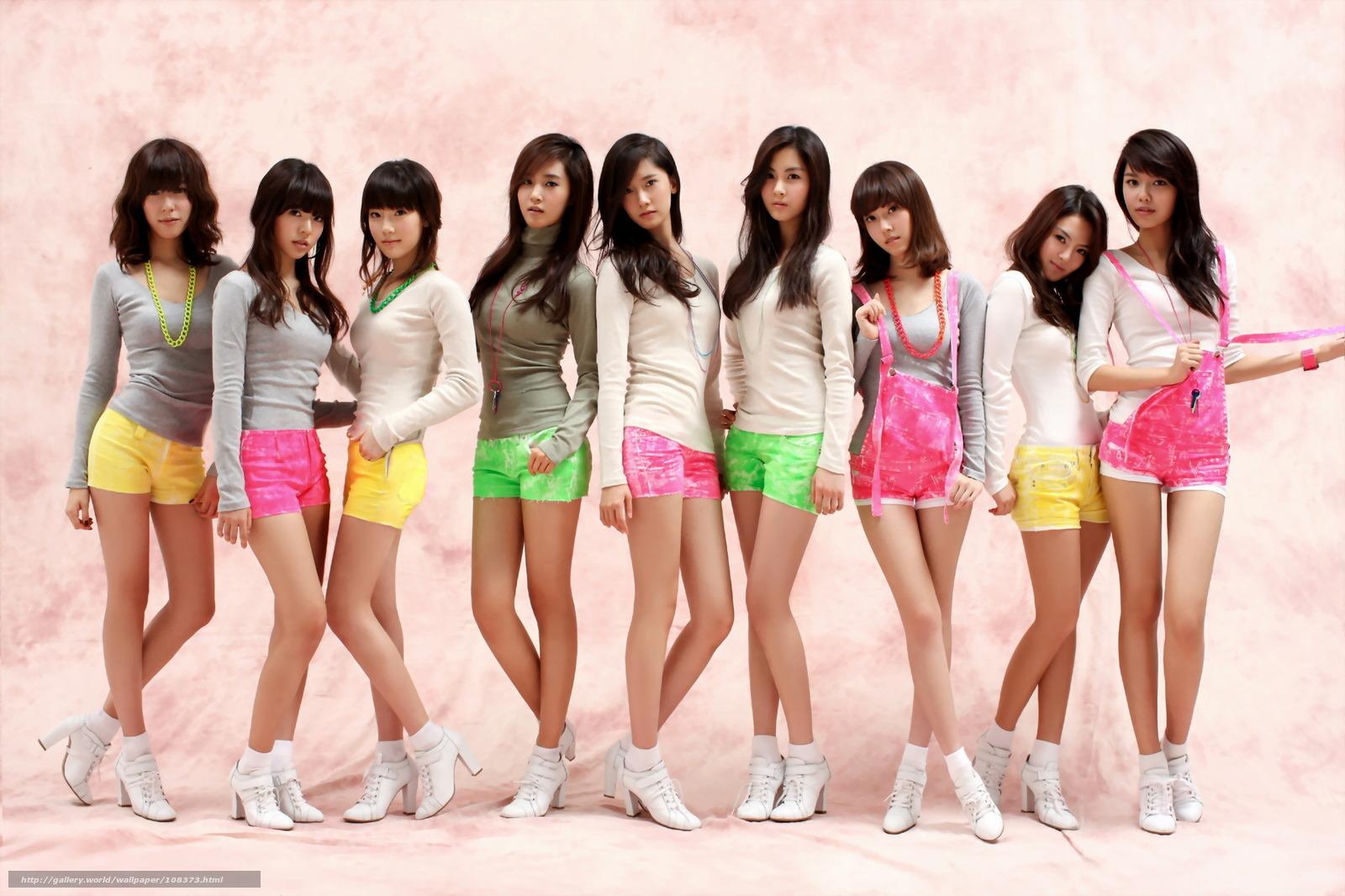 Толпа японских девочек сосут парню 17 фотография