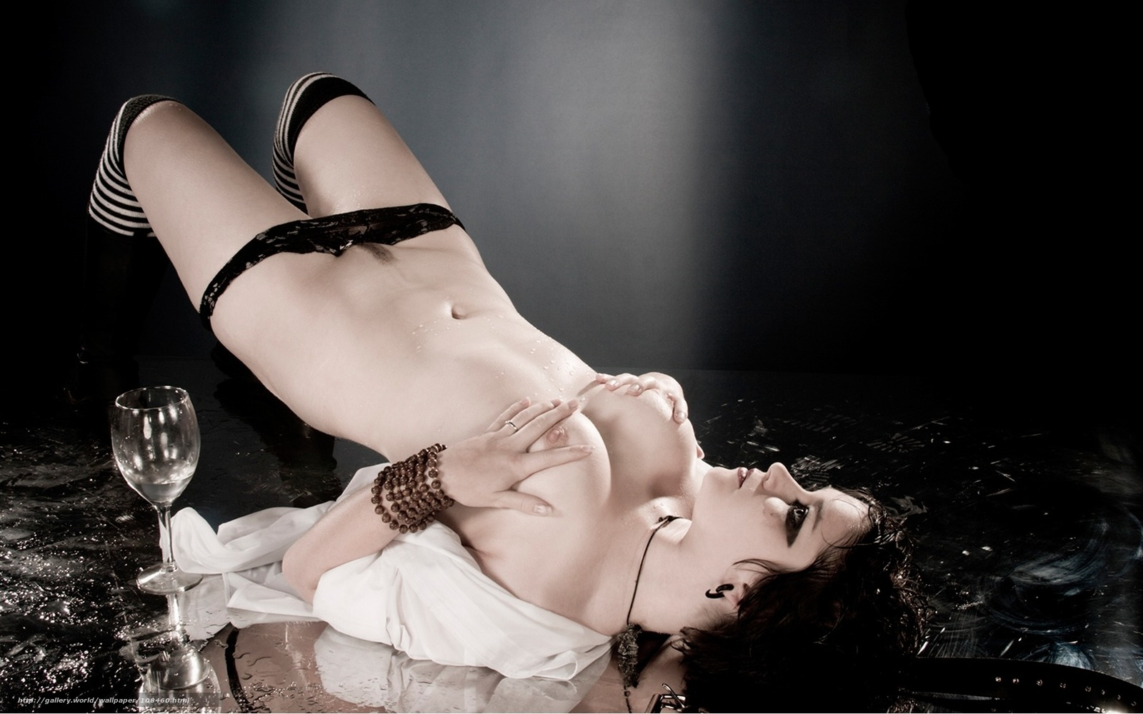 Эротические трусики на девушках 26 фотография