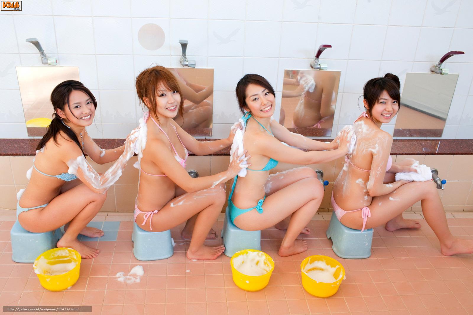 Японка моется в душе а парень смотрит 8 фотография