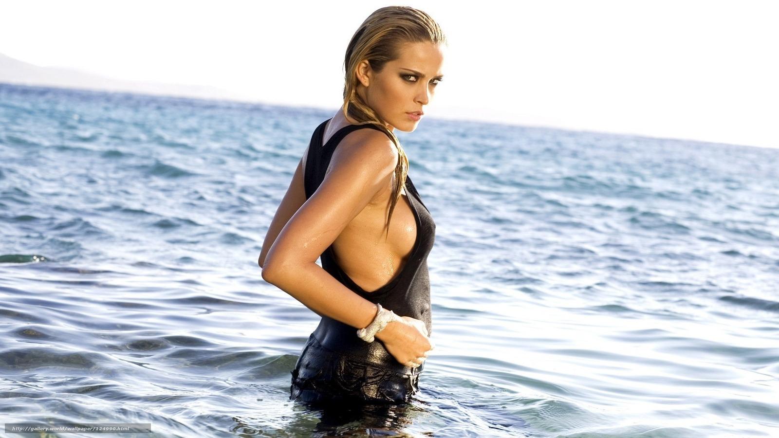 блондинка мокрая фото