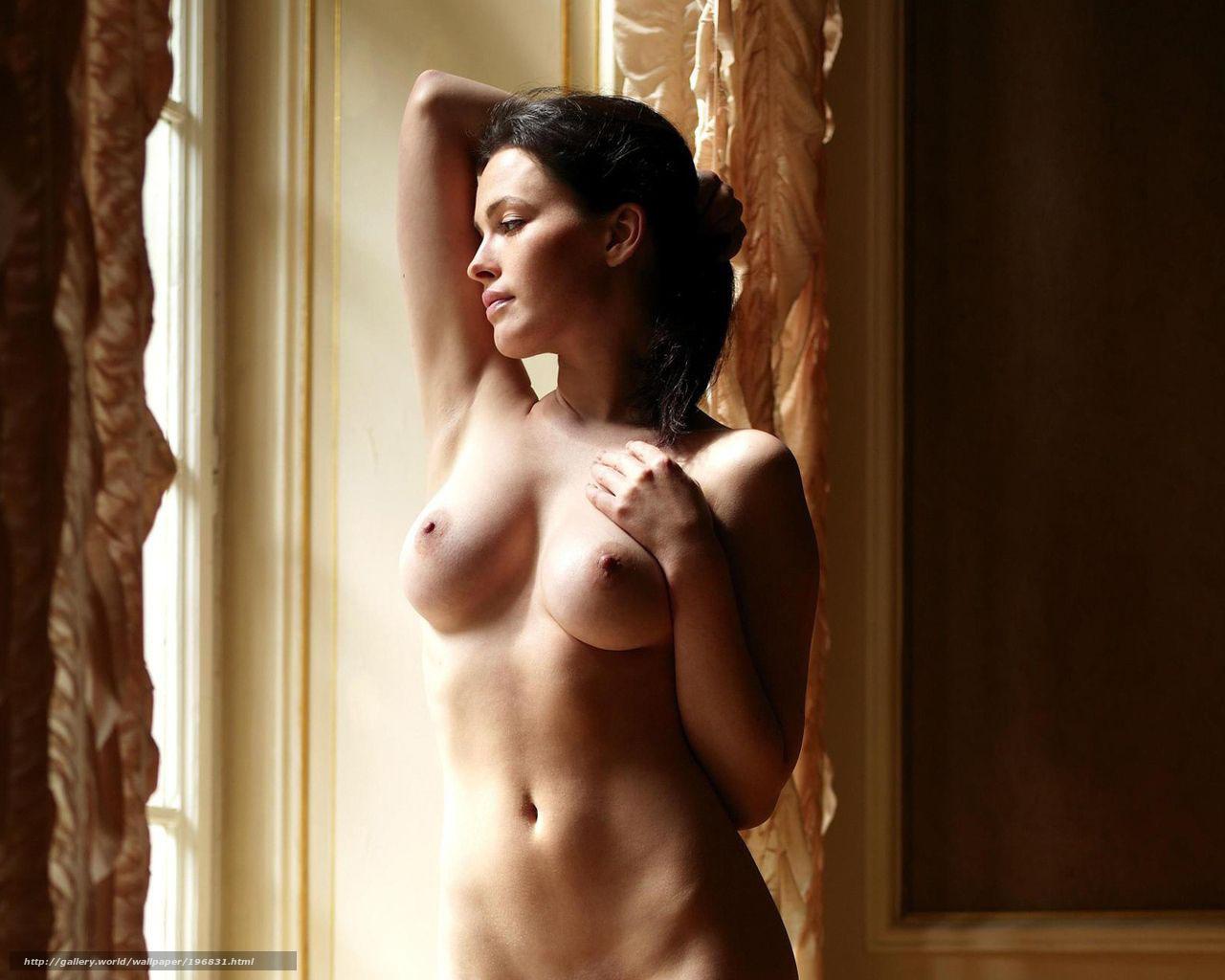 голая девушка у окна-кя2