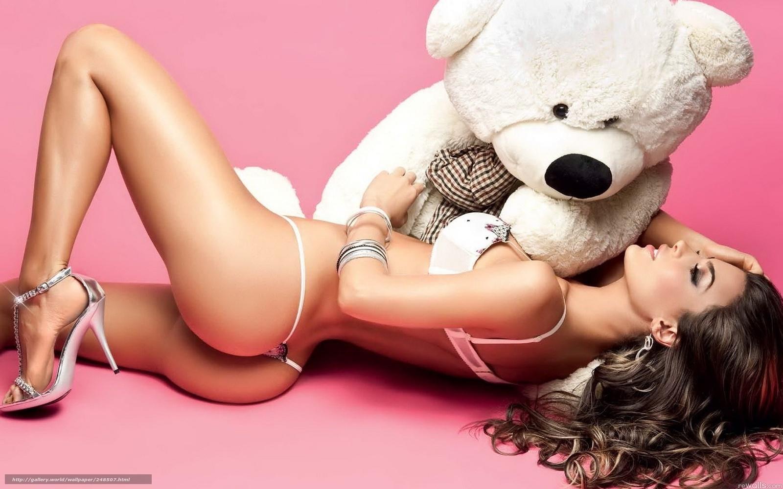 Фото красивых девушек с игрушками 5 фотография