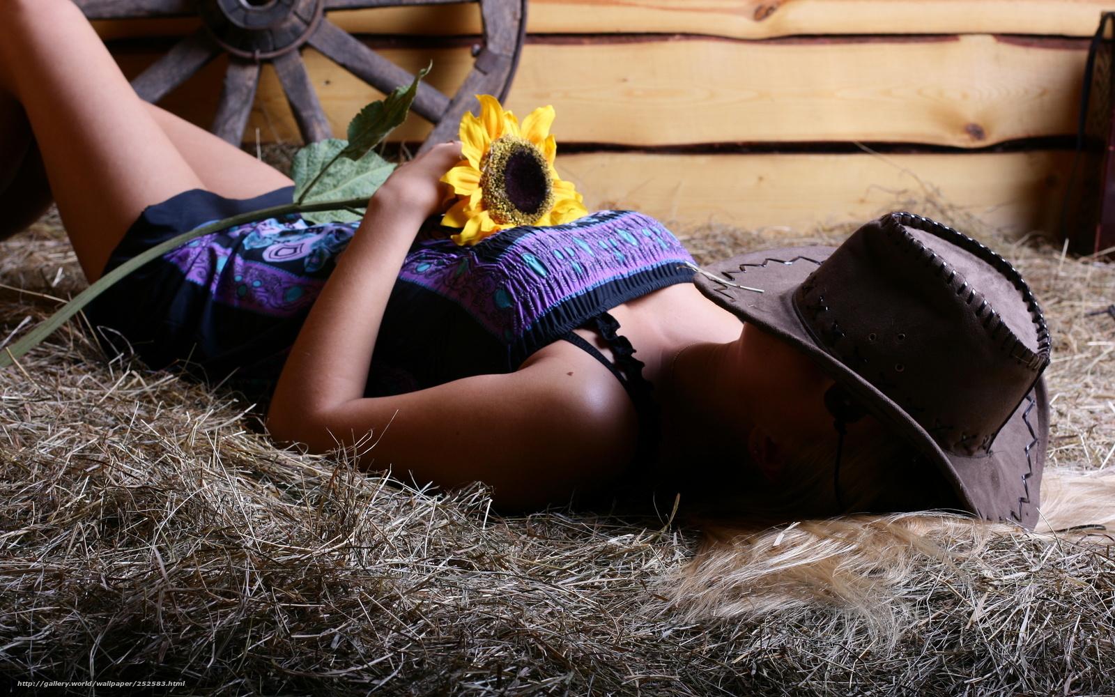 Фото девушка в ковбойской шляпе на пляже 15 фотография