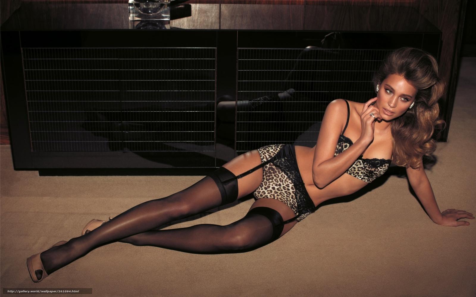 Фото девушек в фантазийных чулках без белья 23 фотография
