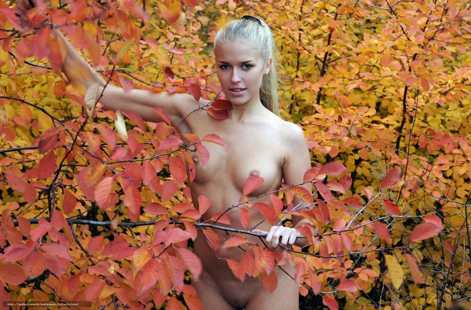 Секс в лесу прохладной осенью