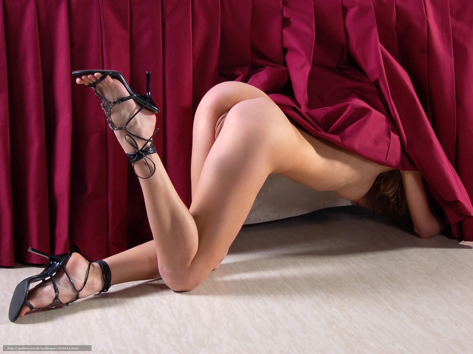 Голые девушки в туфельках