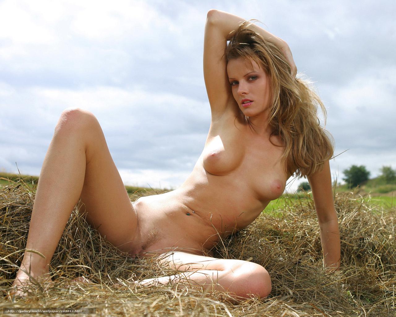 фото голые девушки на работах