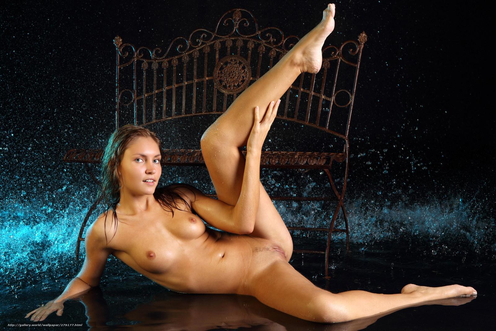 golie-devushki-s-podnyatimi-nogami