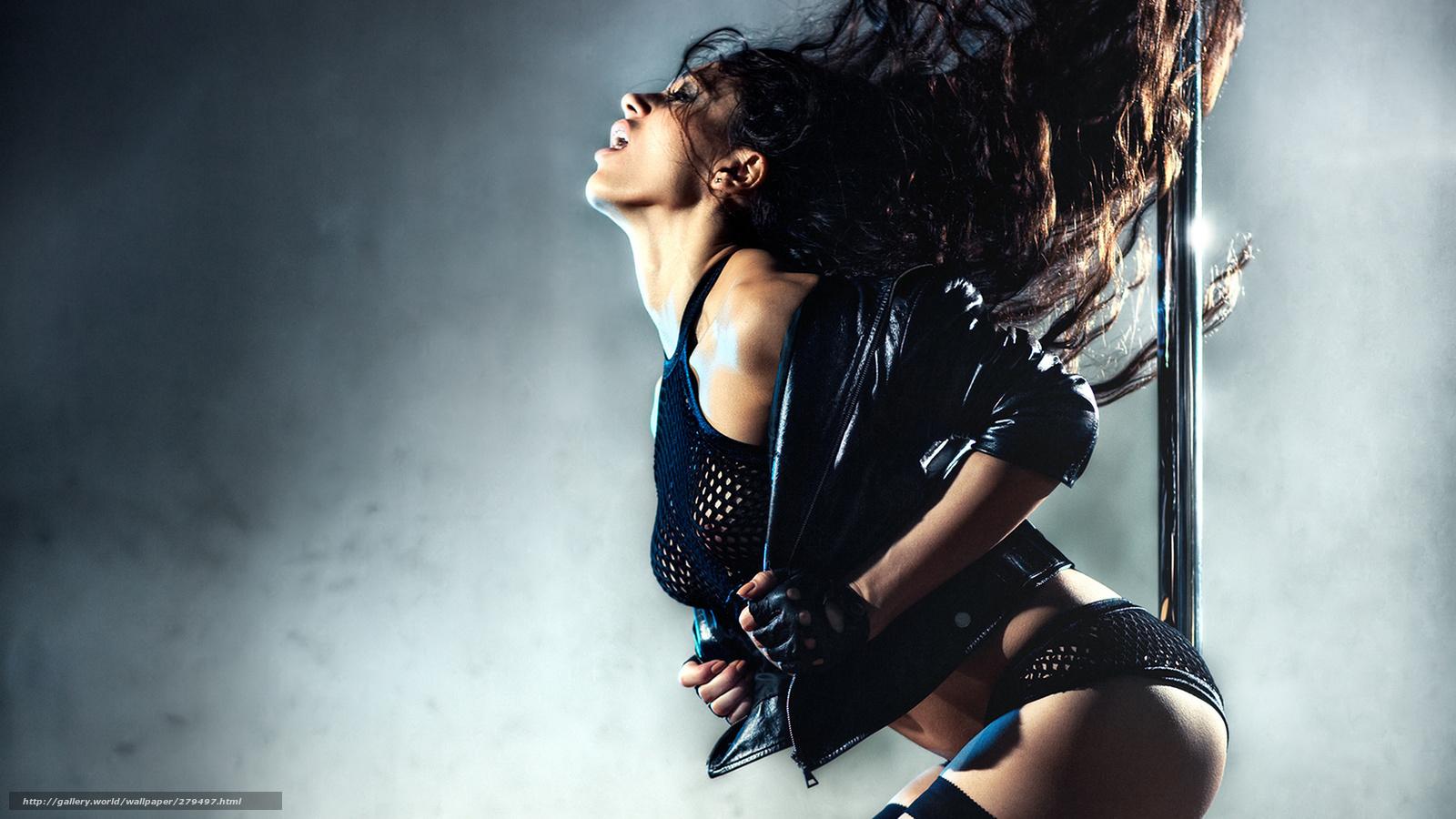 Телочка сексуально танцует 22 фотография