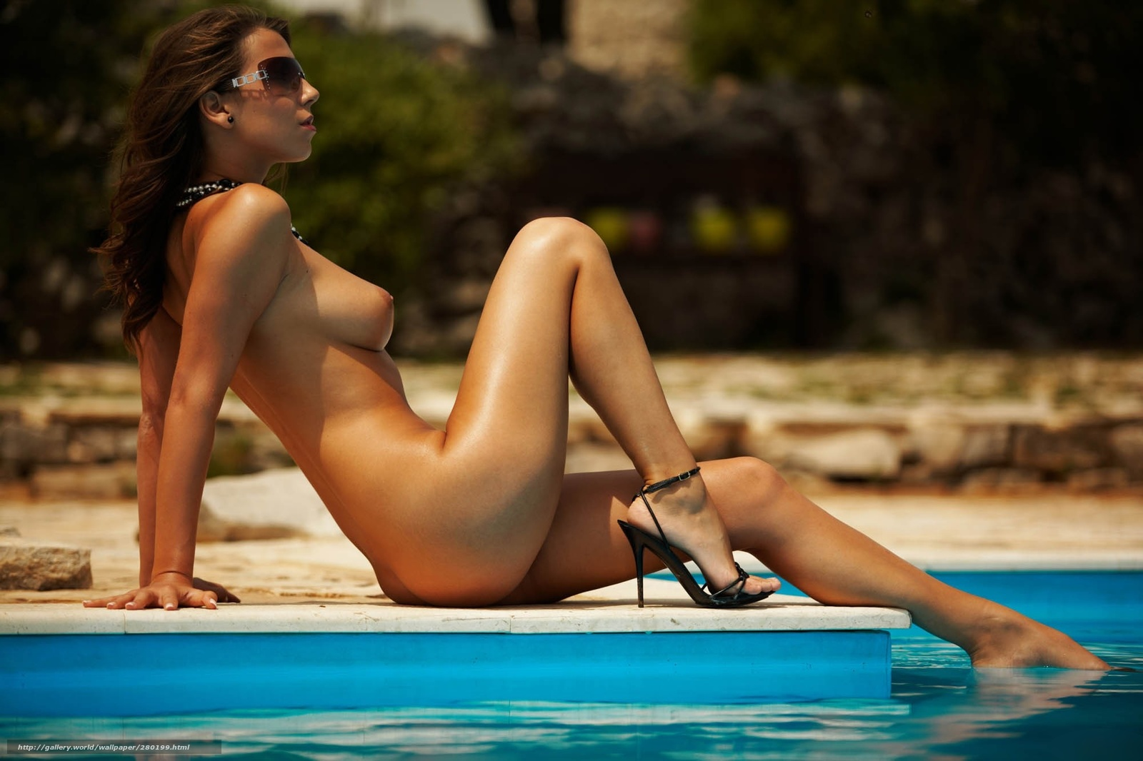 Фото голых девушек на высоченных каблуках 19 фотография