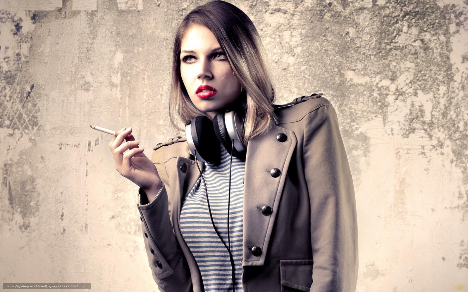 Симпатичные девушки с сигаретой 16 фотография