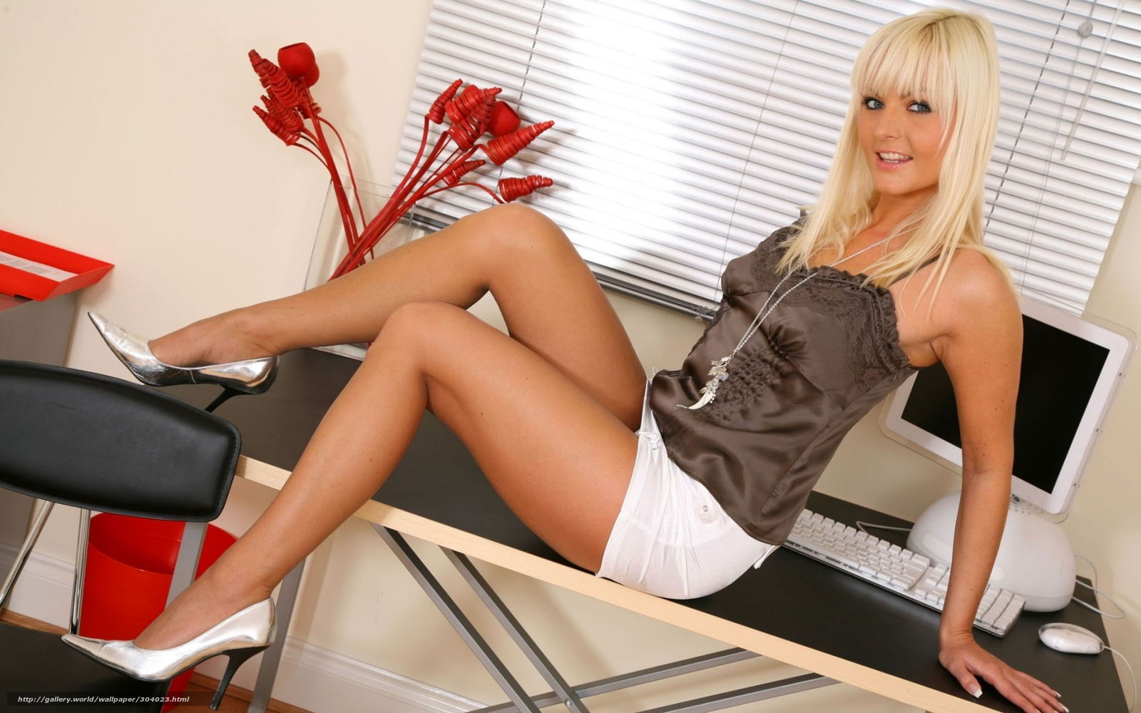 Фото сексуални девушки с чулки каблуки 10 фотография