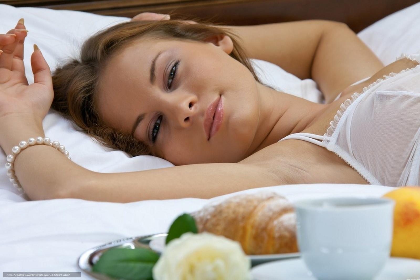 С девушкой в постели 11 фотография