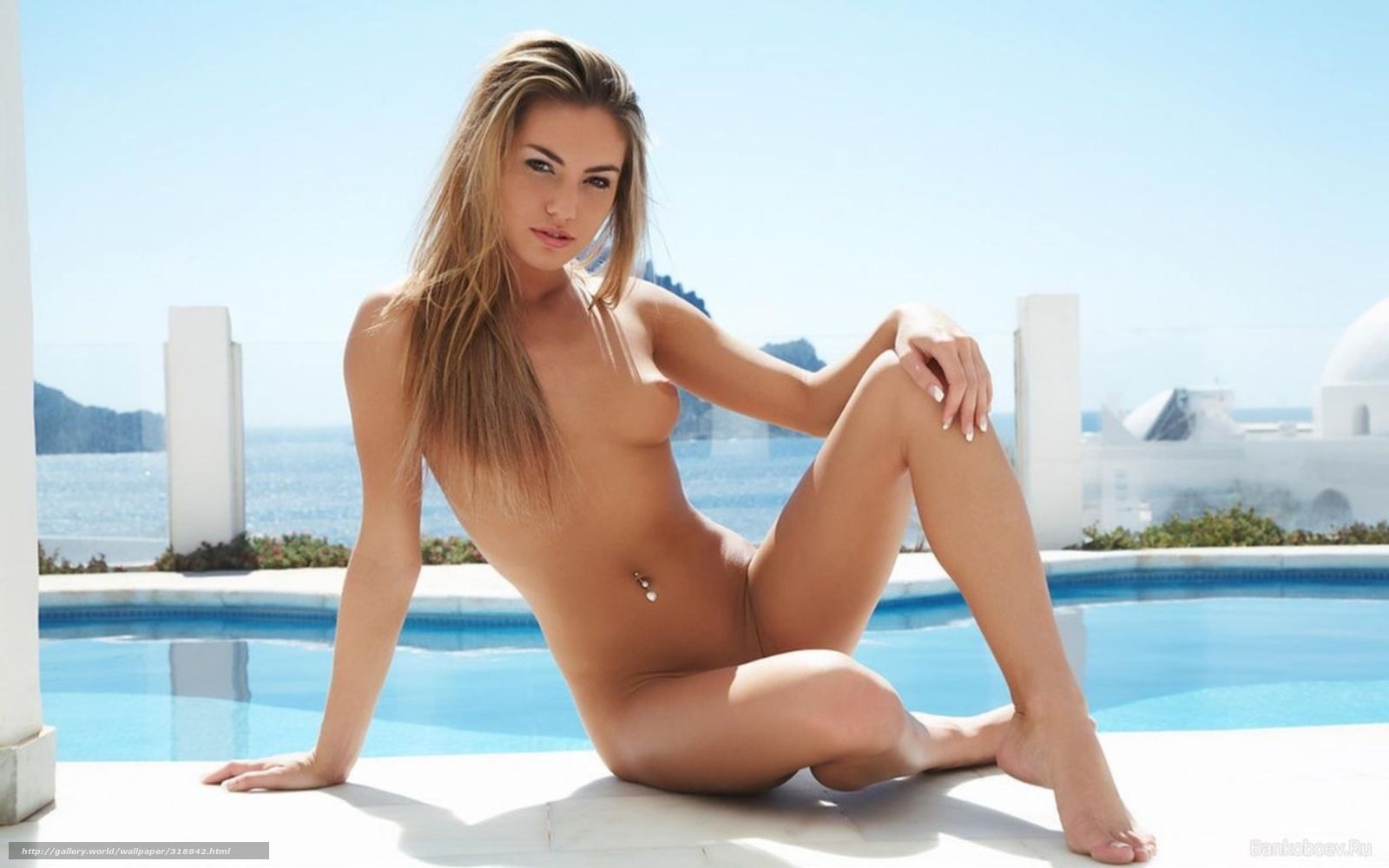 Секс с красоткой блондинкой возле бассейна 9 фотография