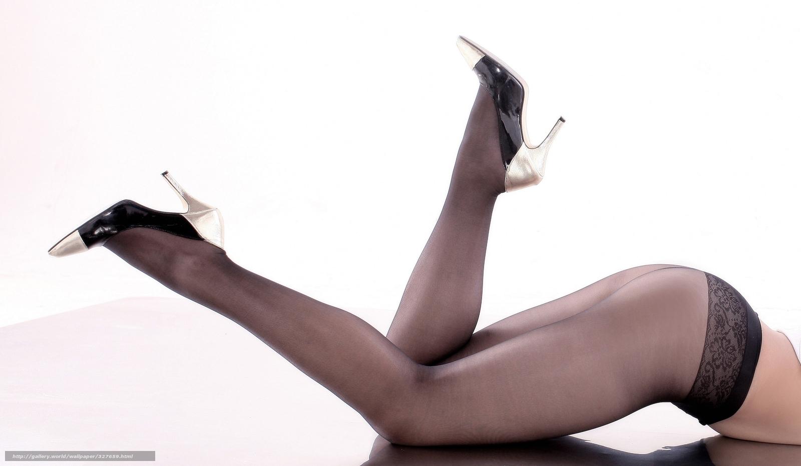 Фото женской ступни в чёрных чулках 1 фотография