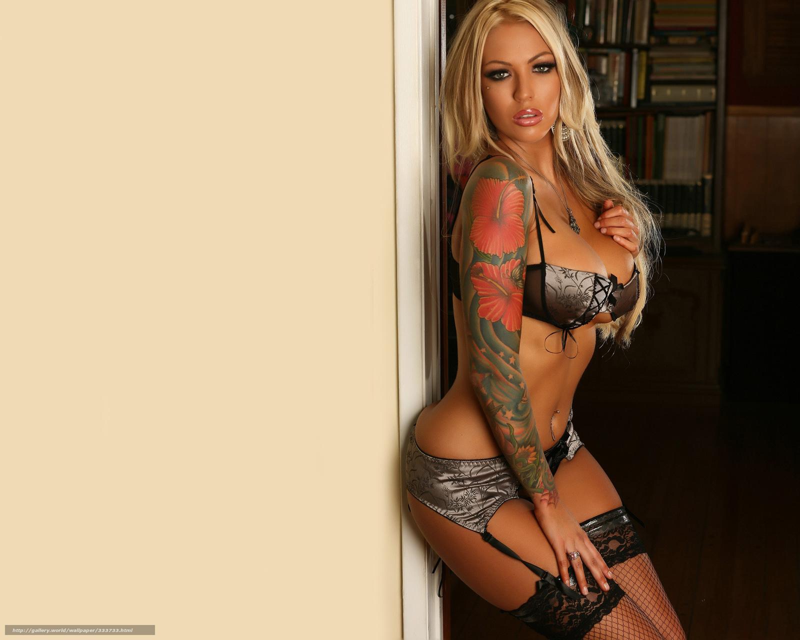 Татуировки на титрах без лифчиков и не закрывая нечем 12 фотография