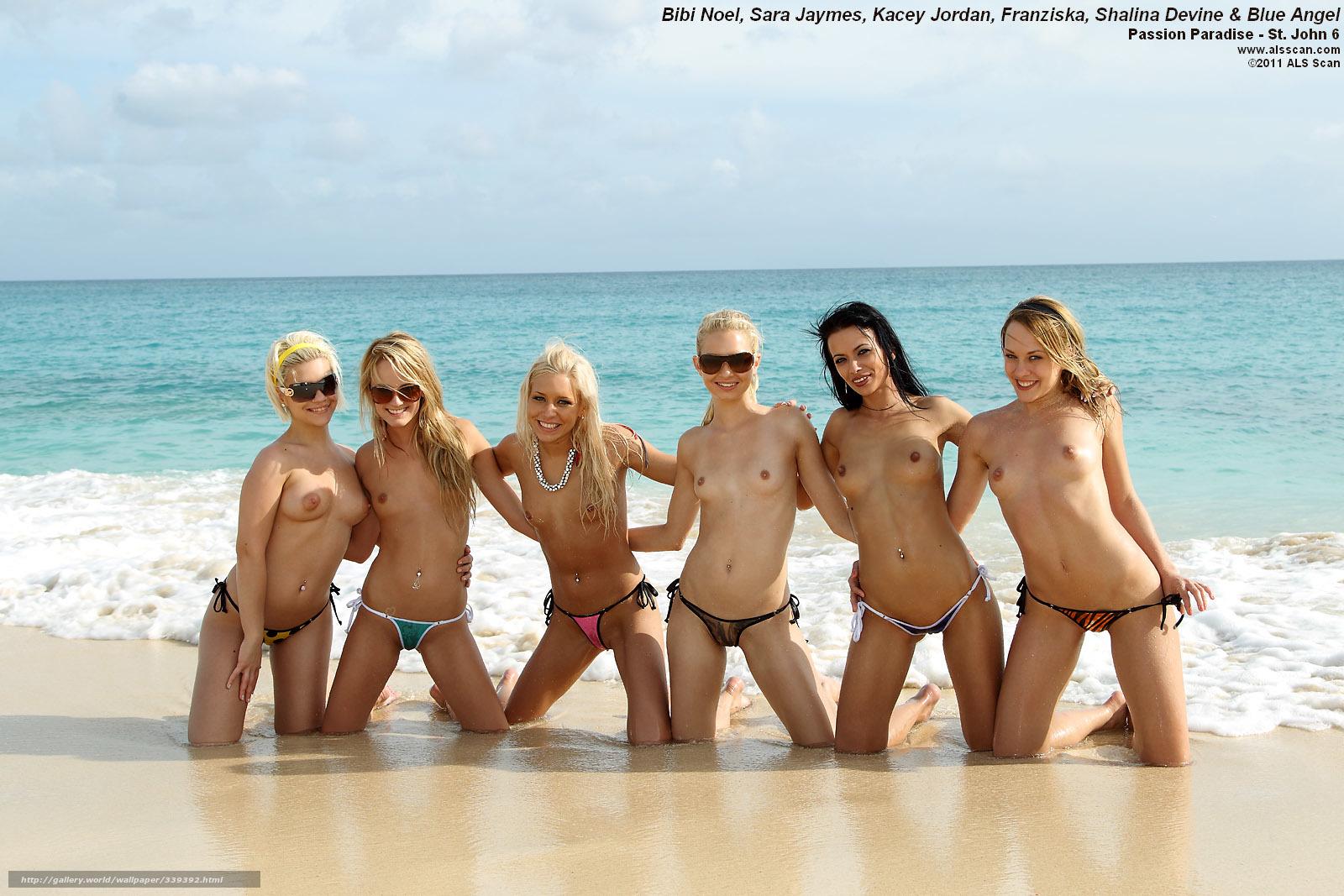 devushki-na-plyazhe-topless-foto