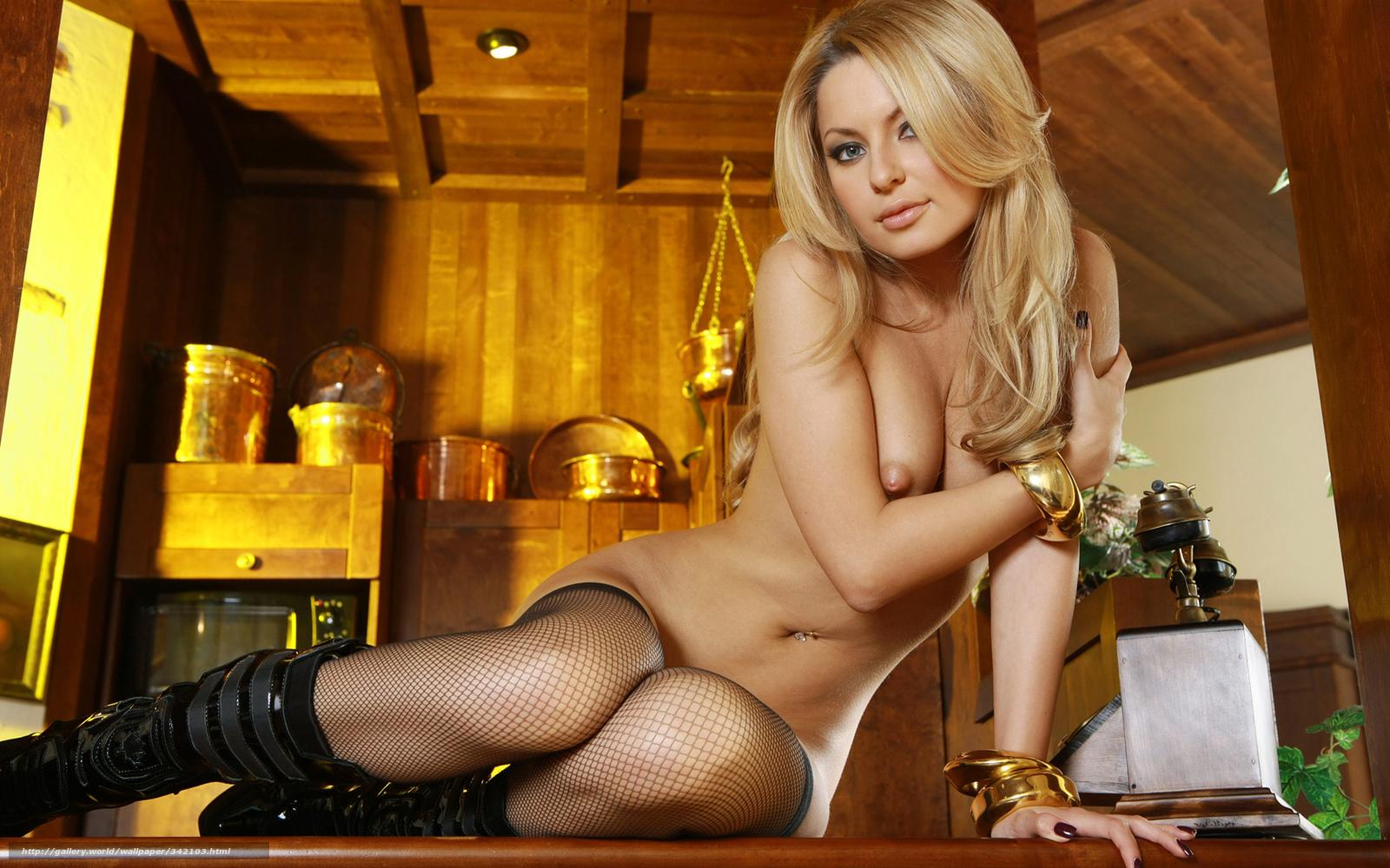 Сексуальная девушка блонда с м1 16 фотография