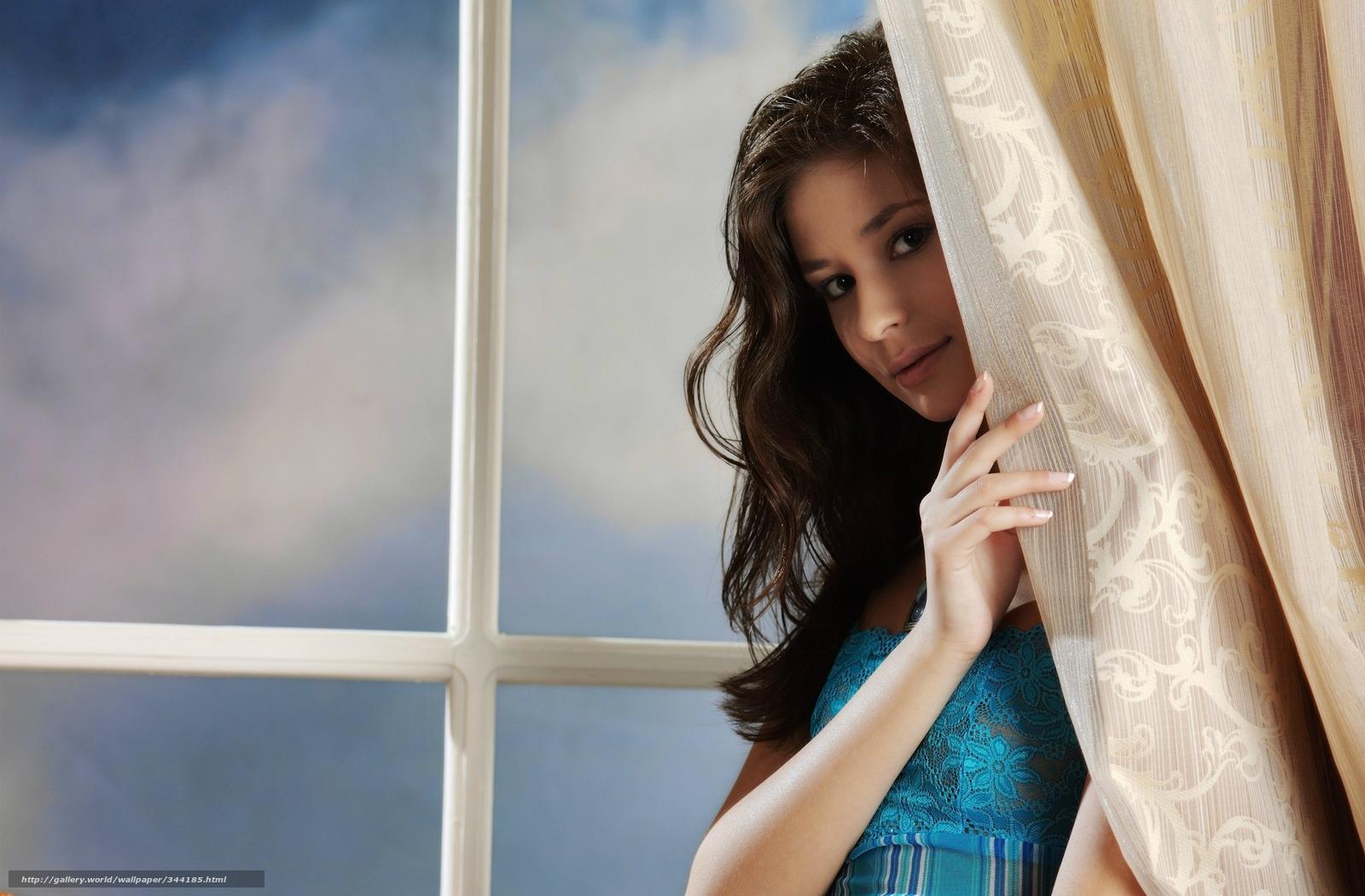 Фото девушек брюнеток в доме