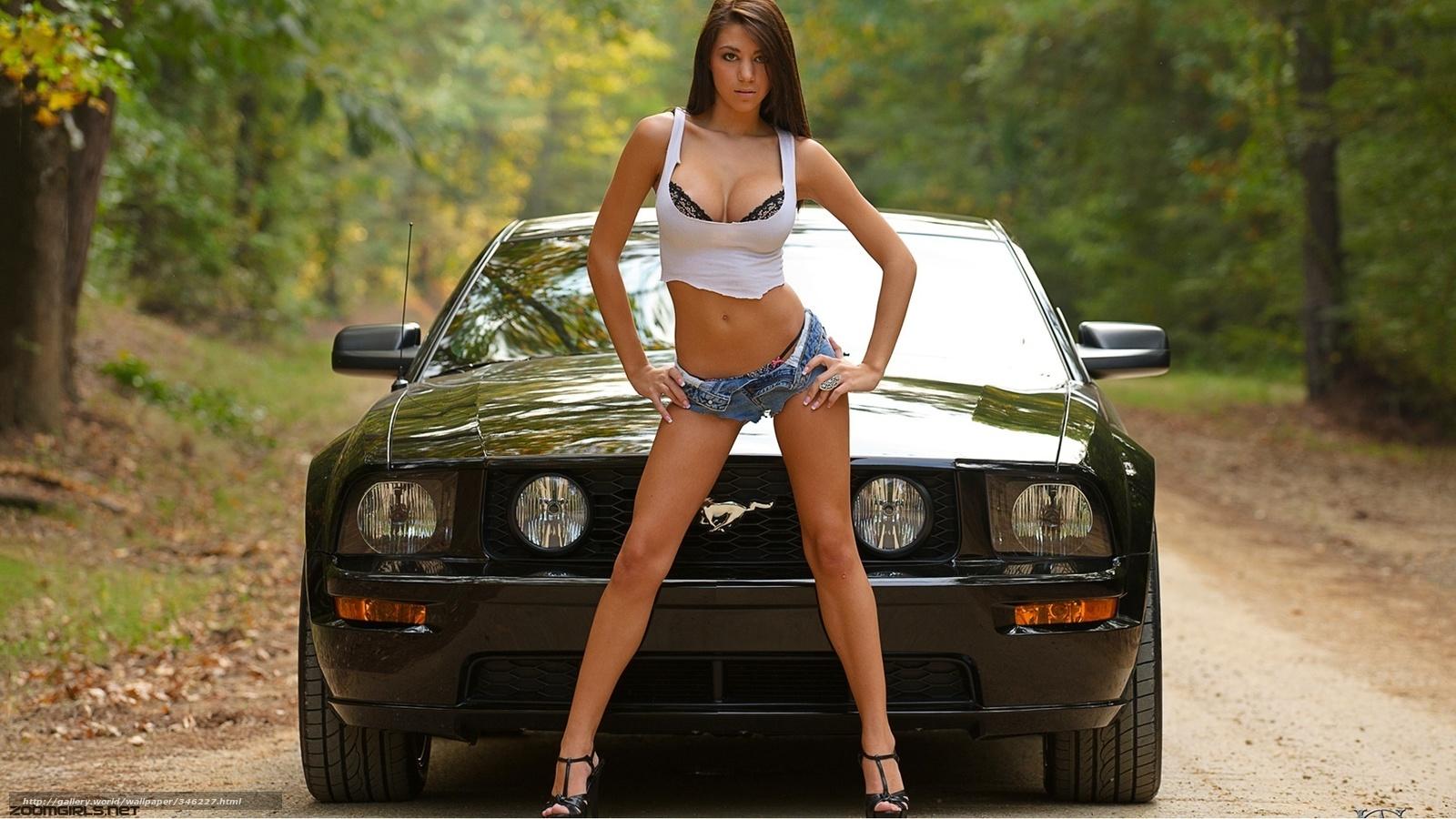 Сексуальная брюнетка на шпильке за рулем автомобиля 28 фотография