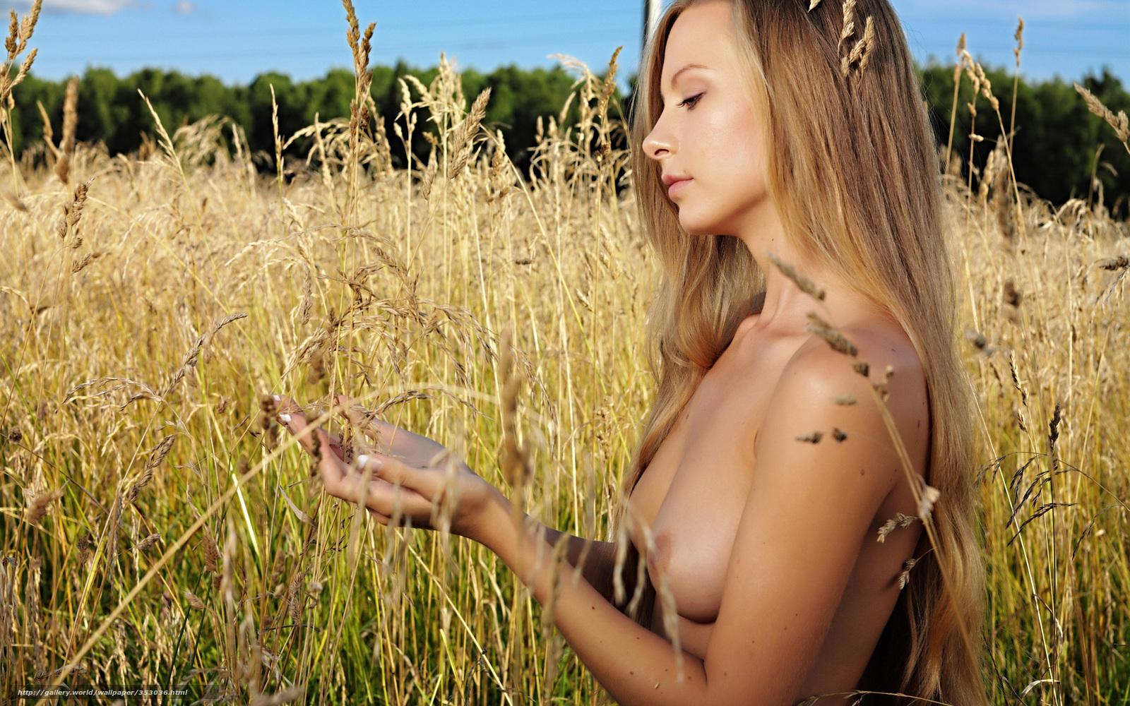 Эротика девушка на лугу 25 фотография