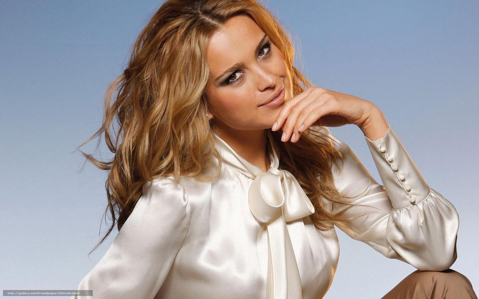 Самые красивые девушки в блузках 2 фотография