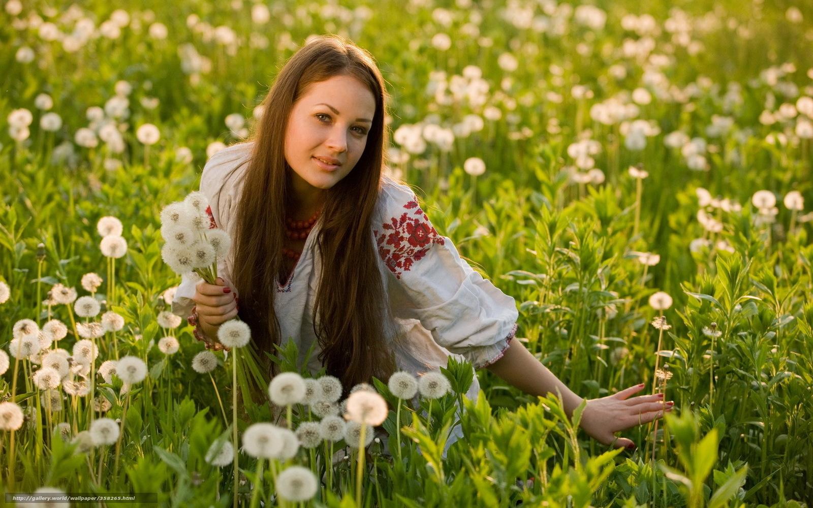 Сельские девушки в поле 20 фотография
