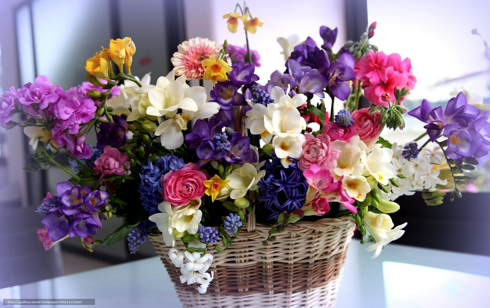 Цветы корзинка букет разные