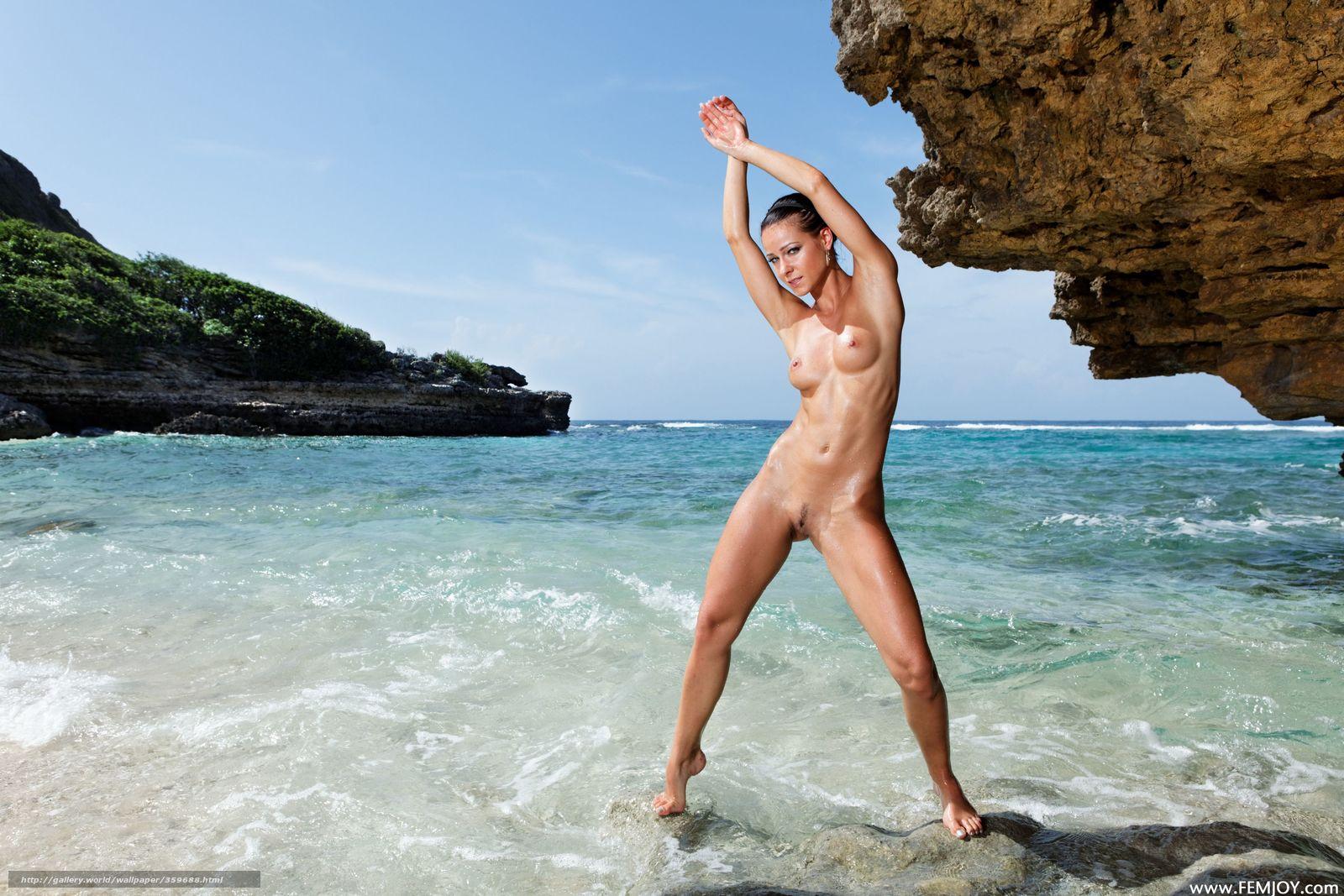 Фотографии голых девушек в бассейне 15 фотография