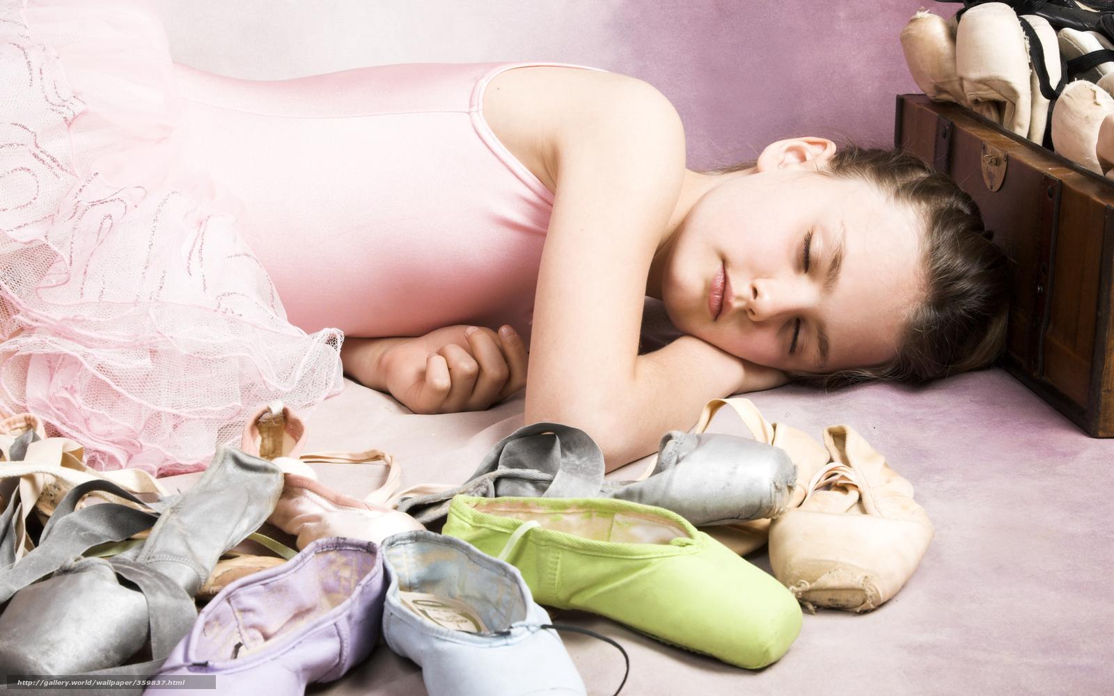 Спящую девочку трахнул 3 фотография