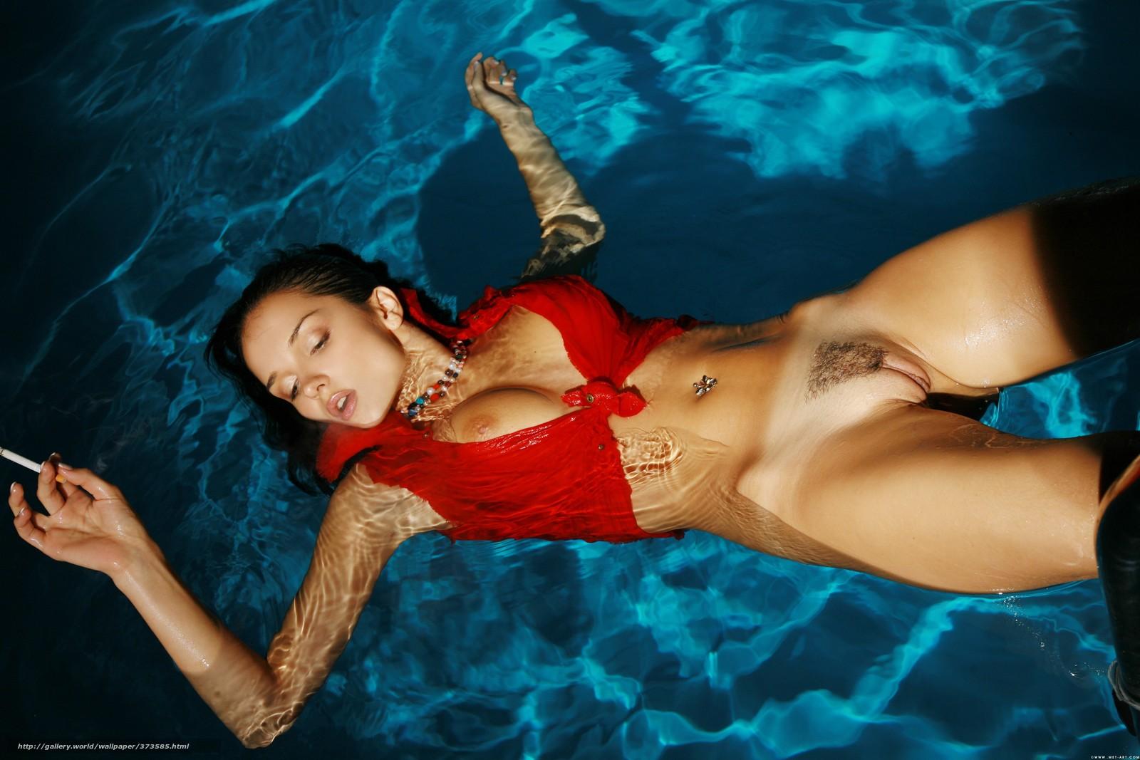 Девушки в бассейнах фото голые