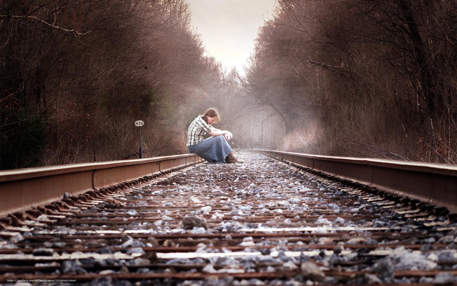 Фото девушек на фоне поезда 18 фотография