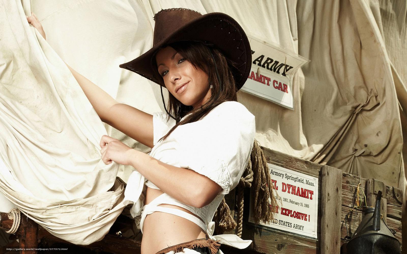 Фото девушка в ковбойской шляпе на пляже 8 фотография