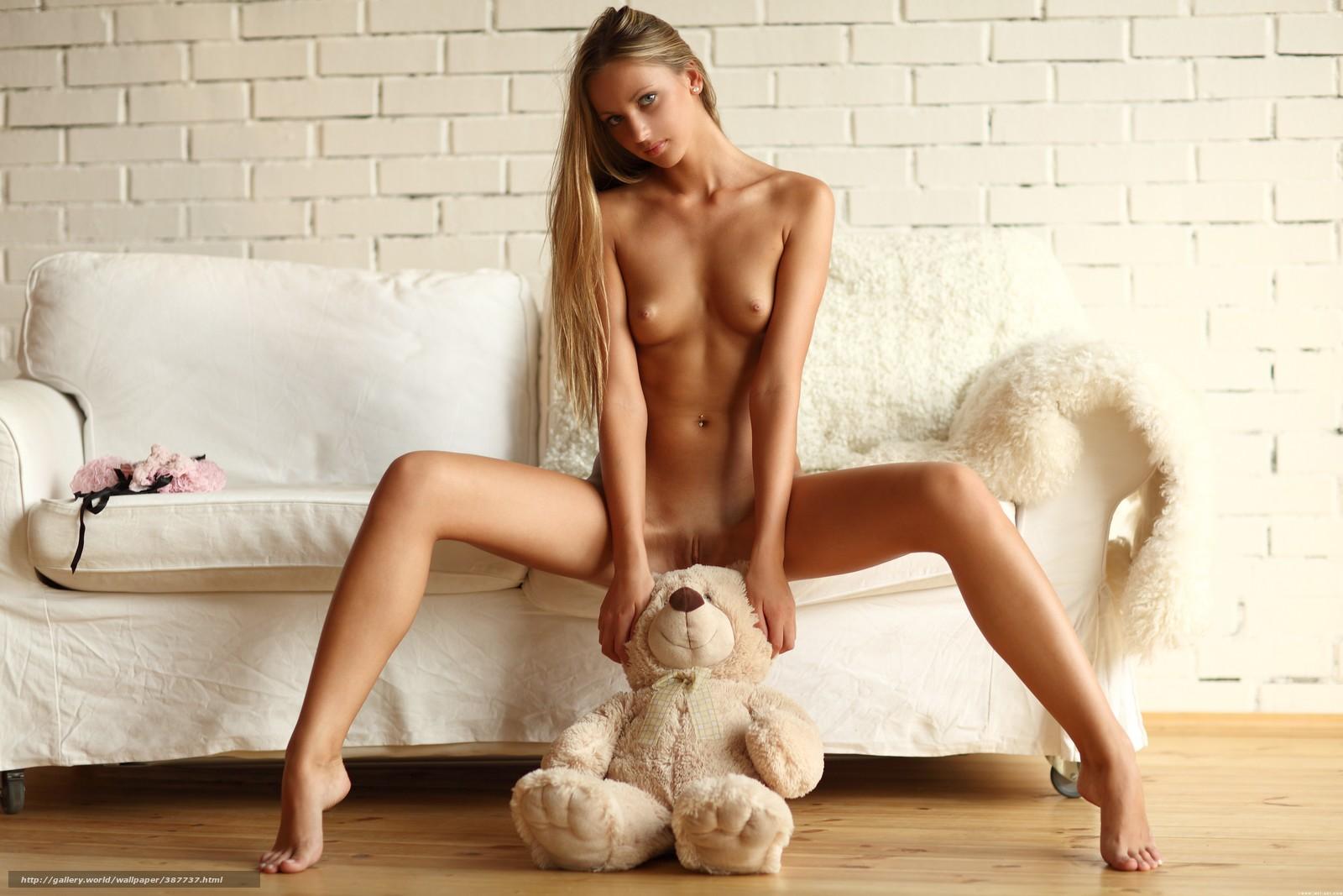 Фото эро девушек с игрушками 24 фотография