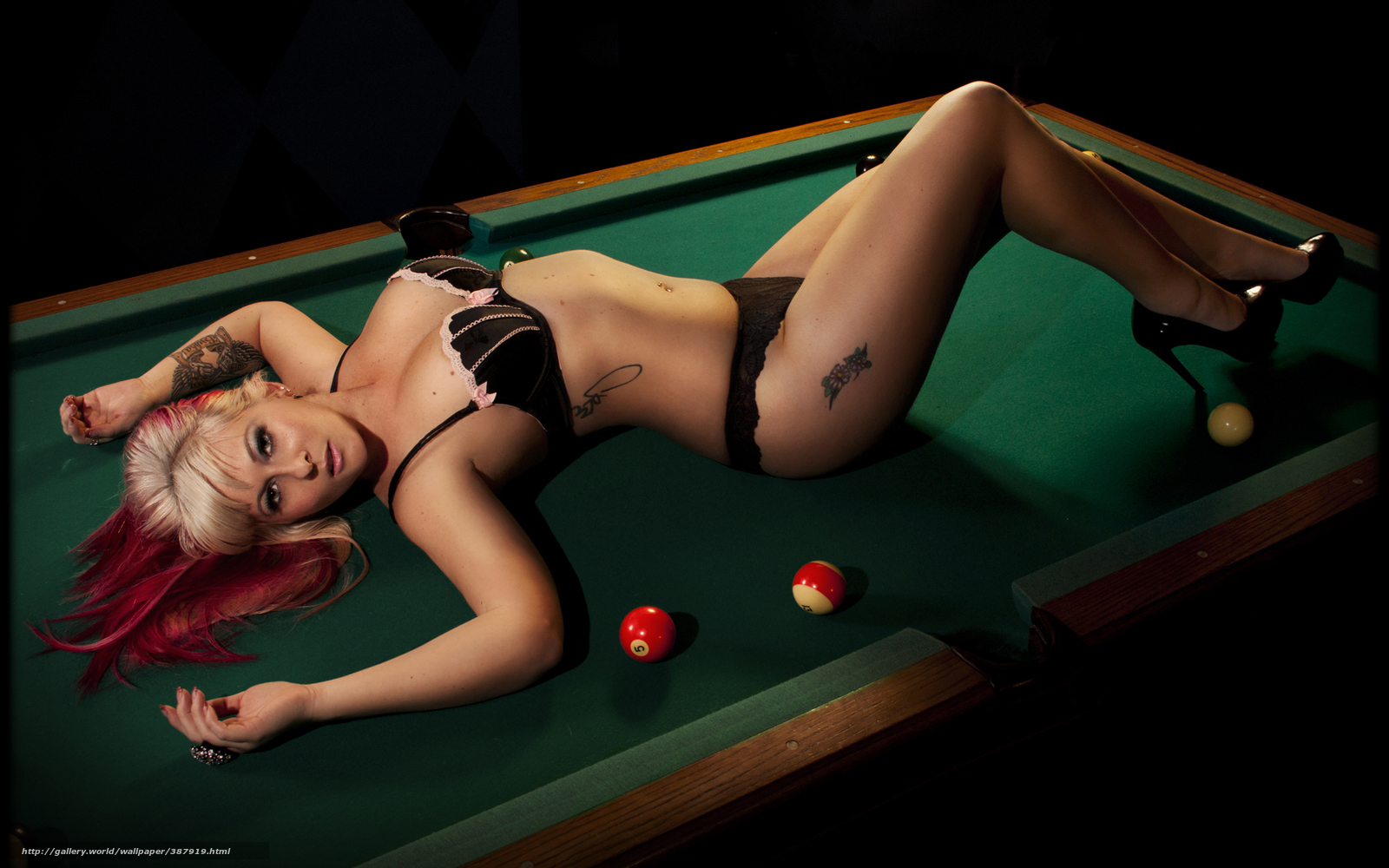 porno-zhestkiy-seks-na-stole