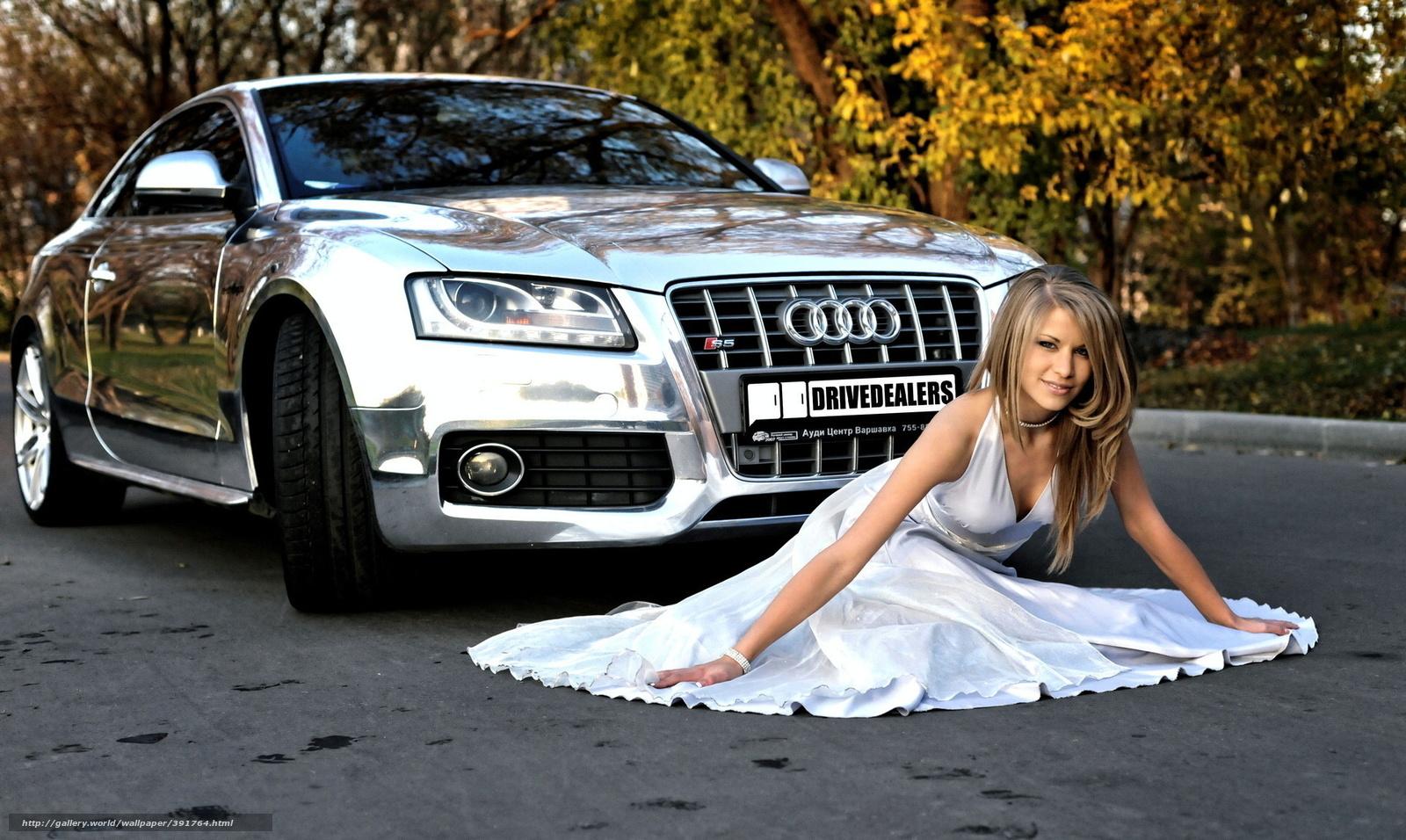 Девушки в платьях в красивых машинах