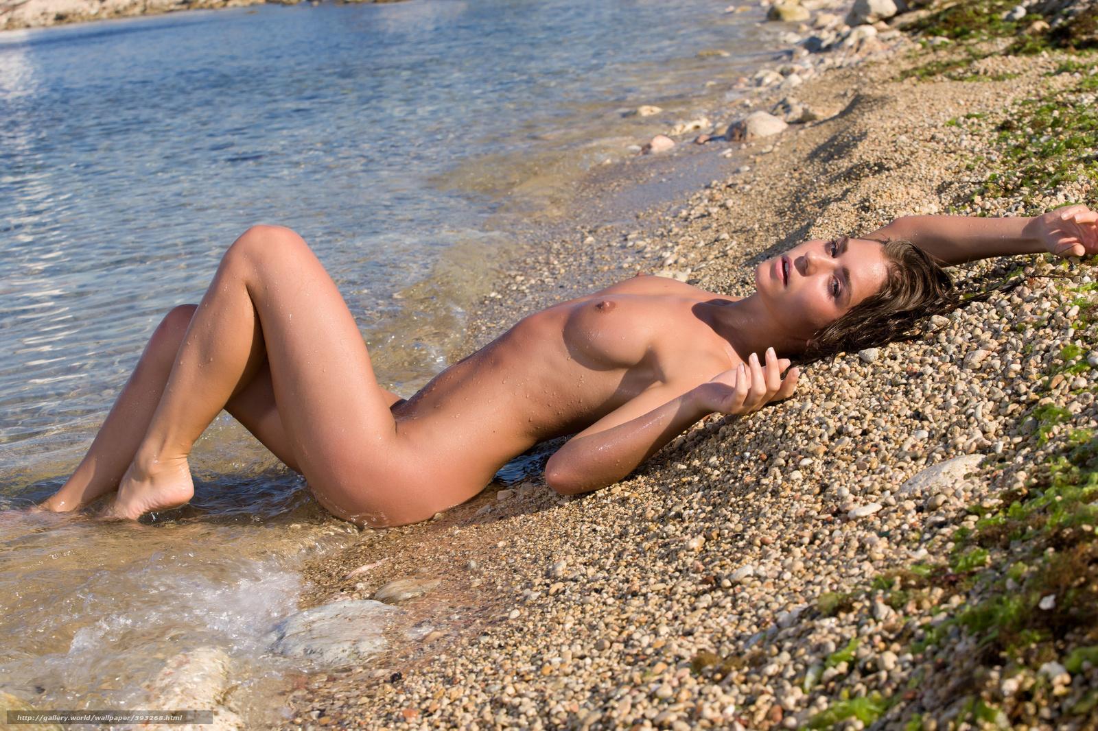 Сэксуальная девушка в реке 1 фотография