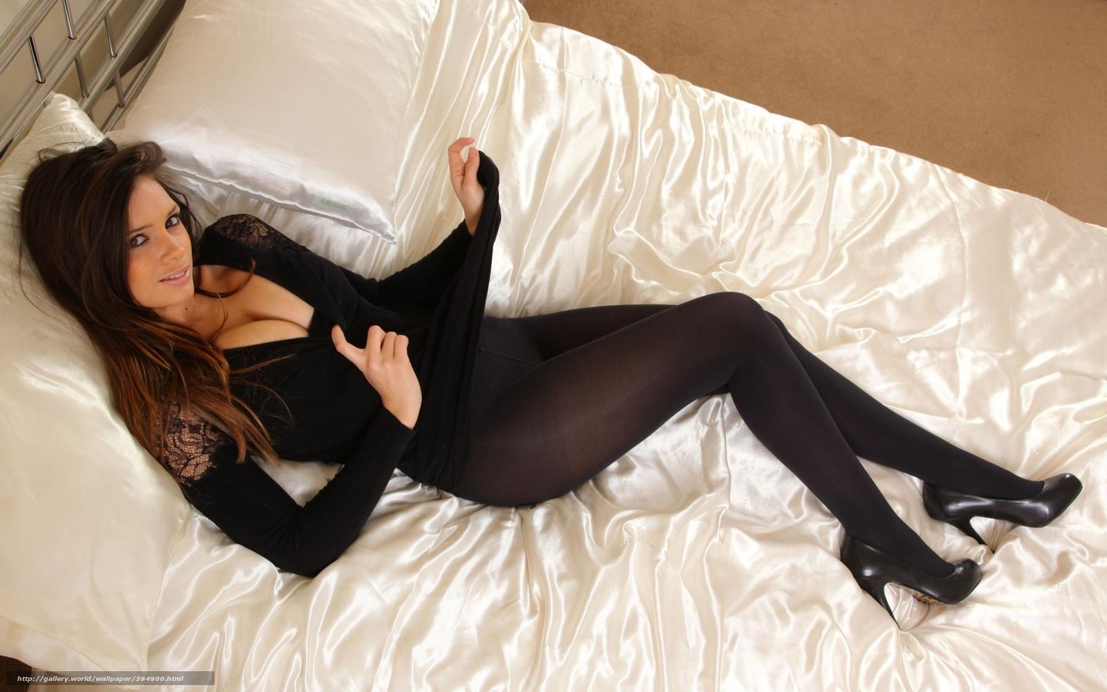 Красивые девушки в черных колготках 21 фотография