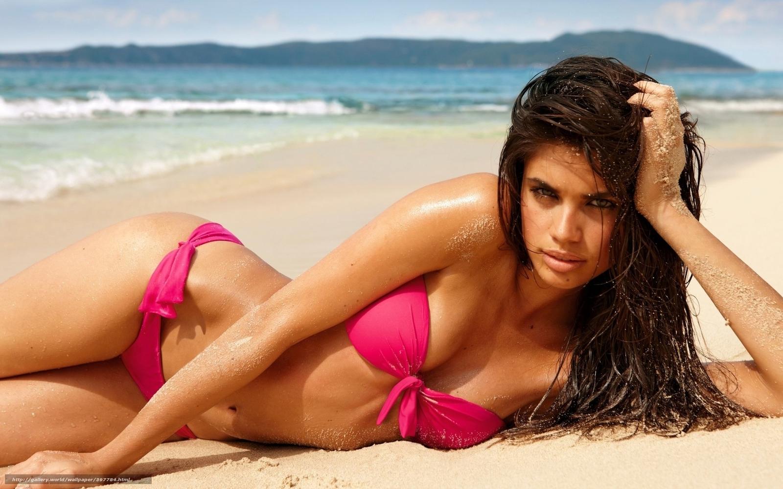 Фото девушки на пляже на обложку