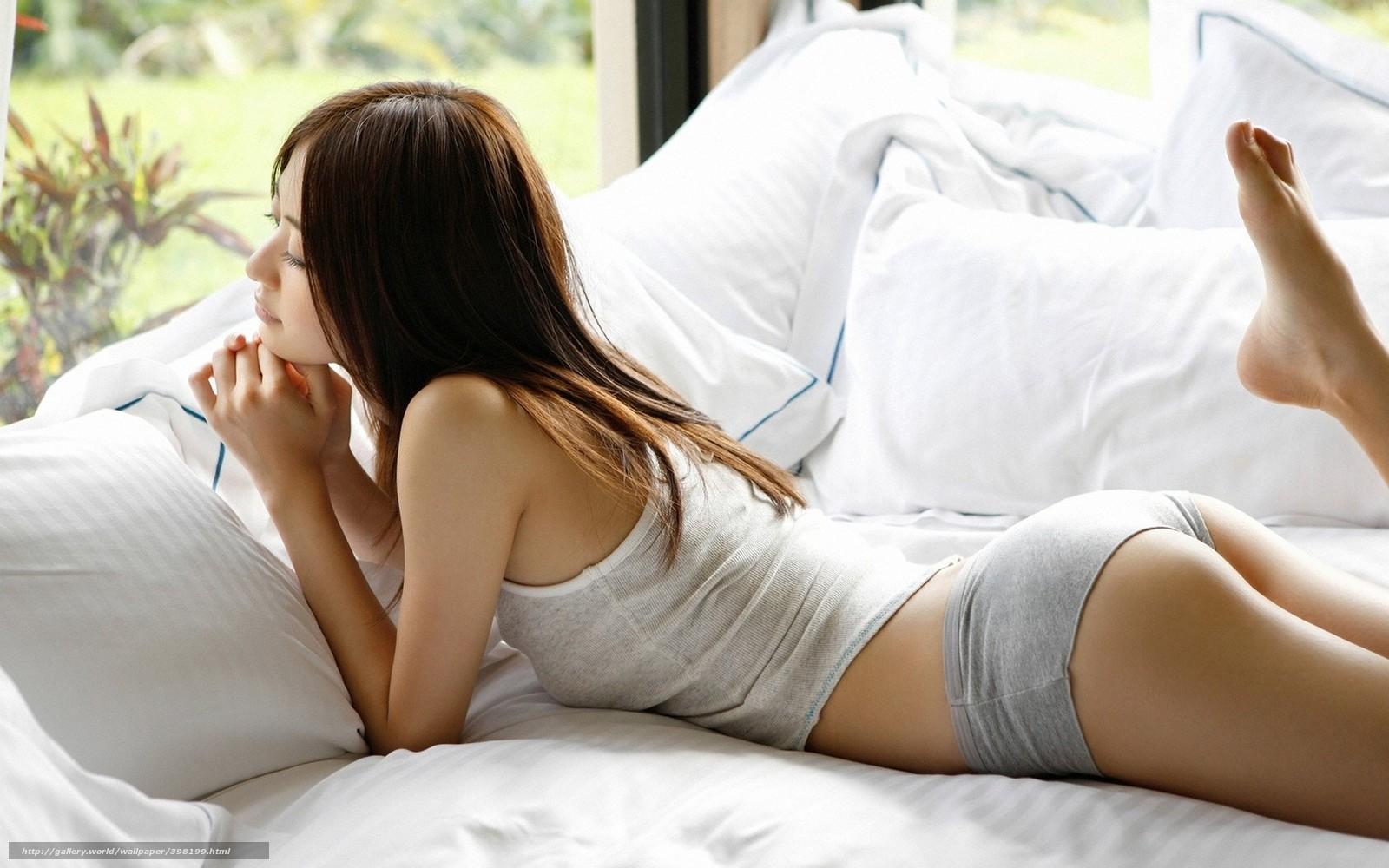 Работы фотографов девушек на кровати 6 фотография