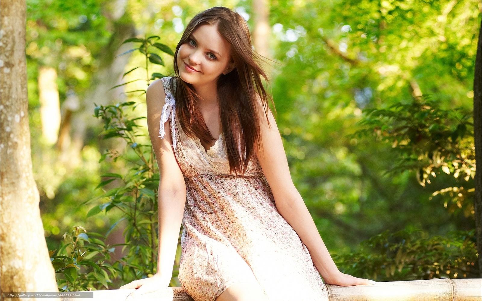 Фото красивых девушек с боку в красивых платьях
