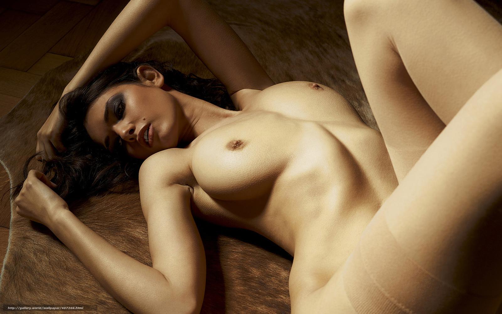 Эротика грудь подсмотрел раздевалась 26 фотография