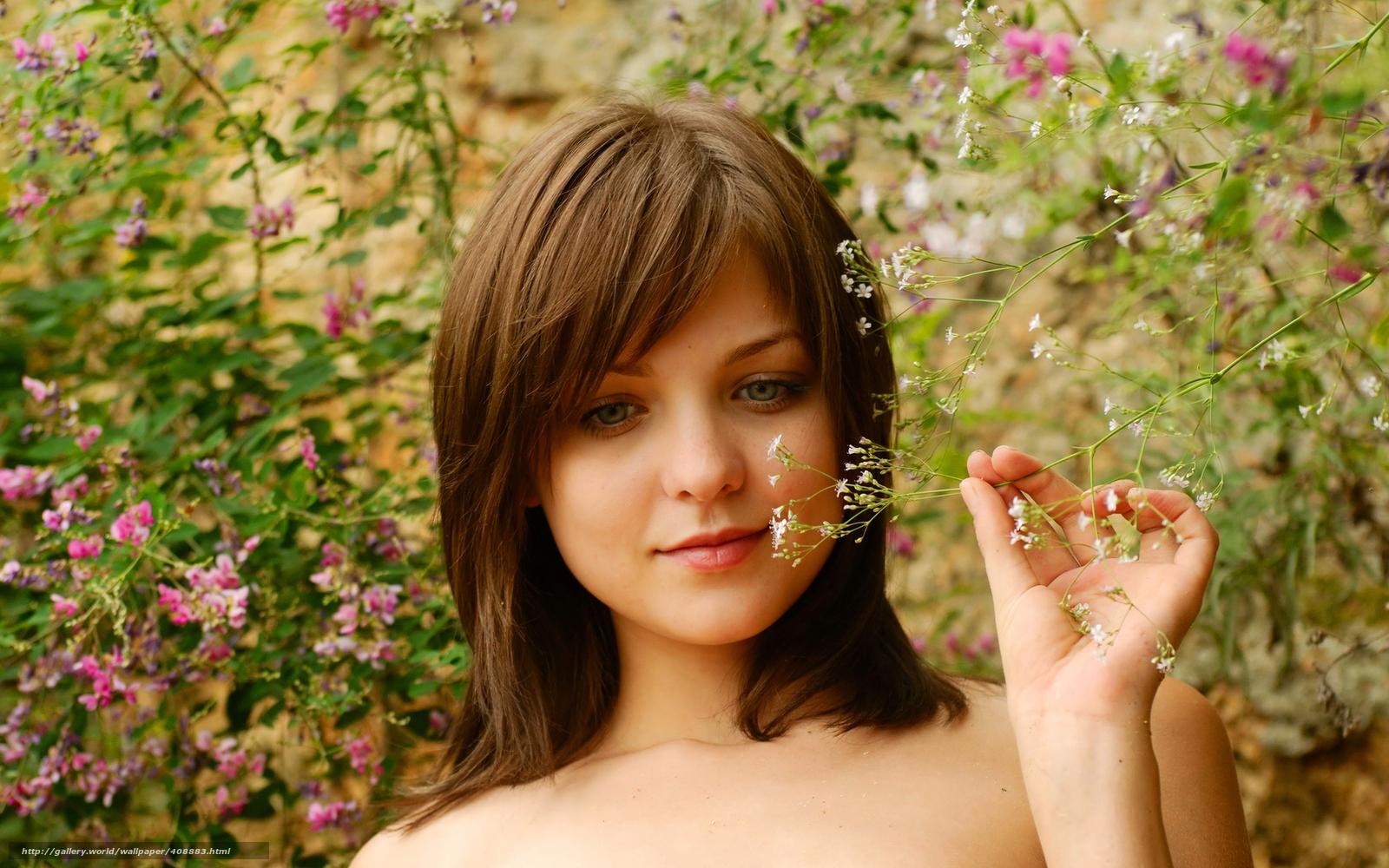 Фото из кустов молодых девушек 10 фотография