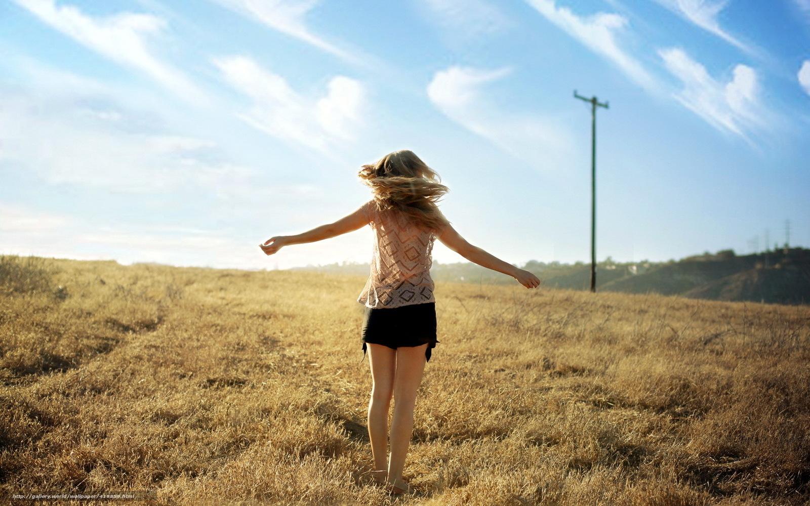 Фото девушек со спины на фоне природы