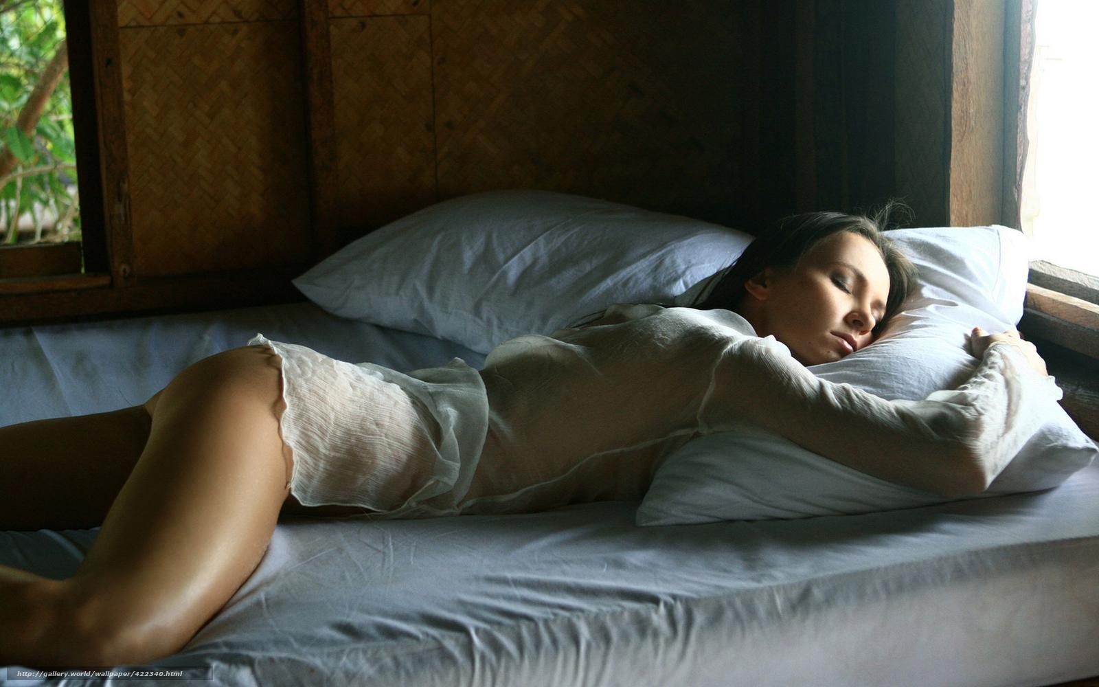 Спящей между грудей 24 фотография