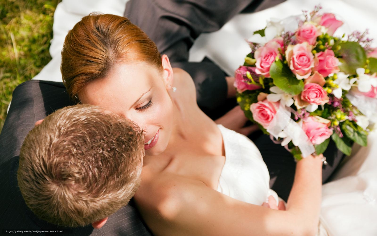 Фото пар со спины с цветами