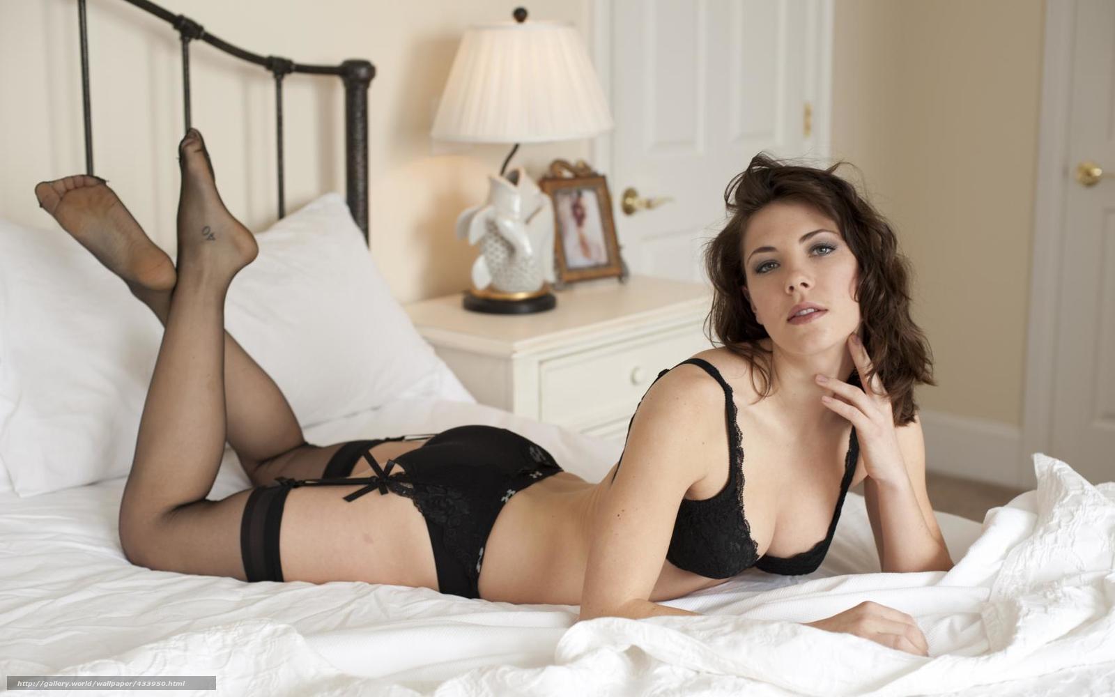 смотреть онлайн красивая девушка в чулках и эротическом белье раздевается