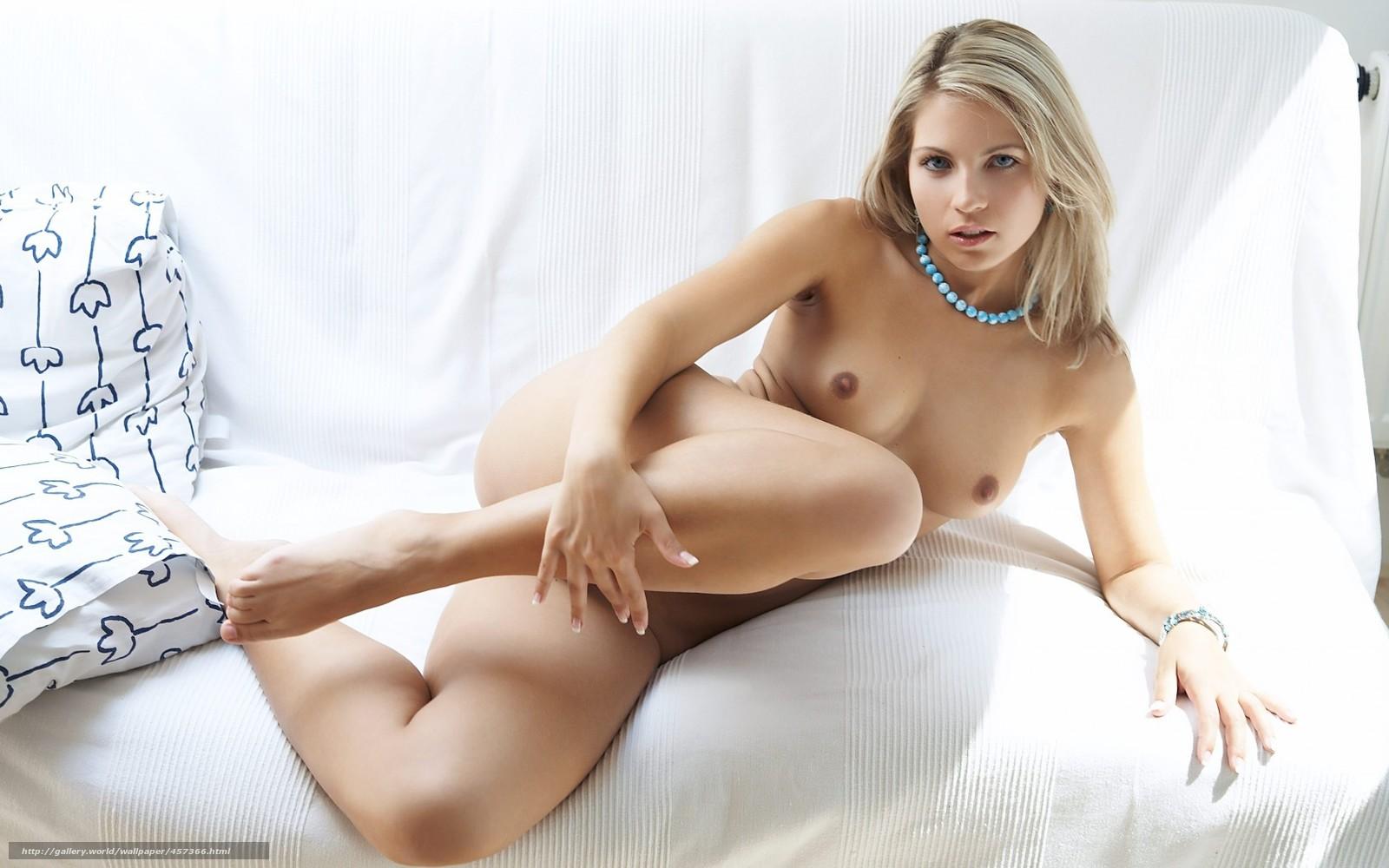 oboi-na-golie-blondinki